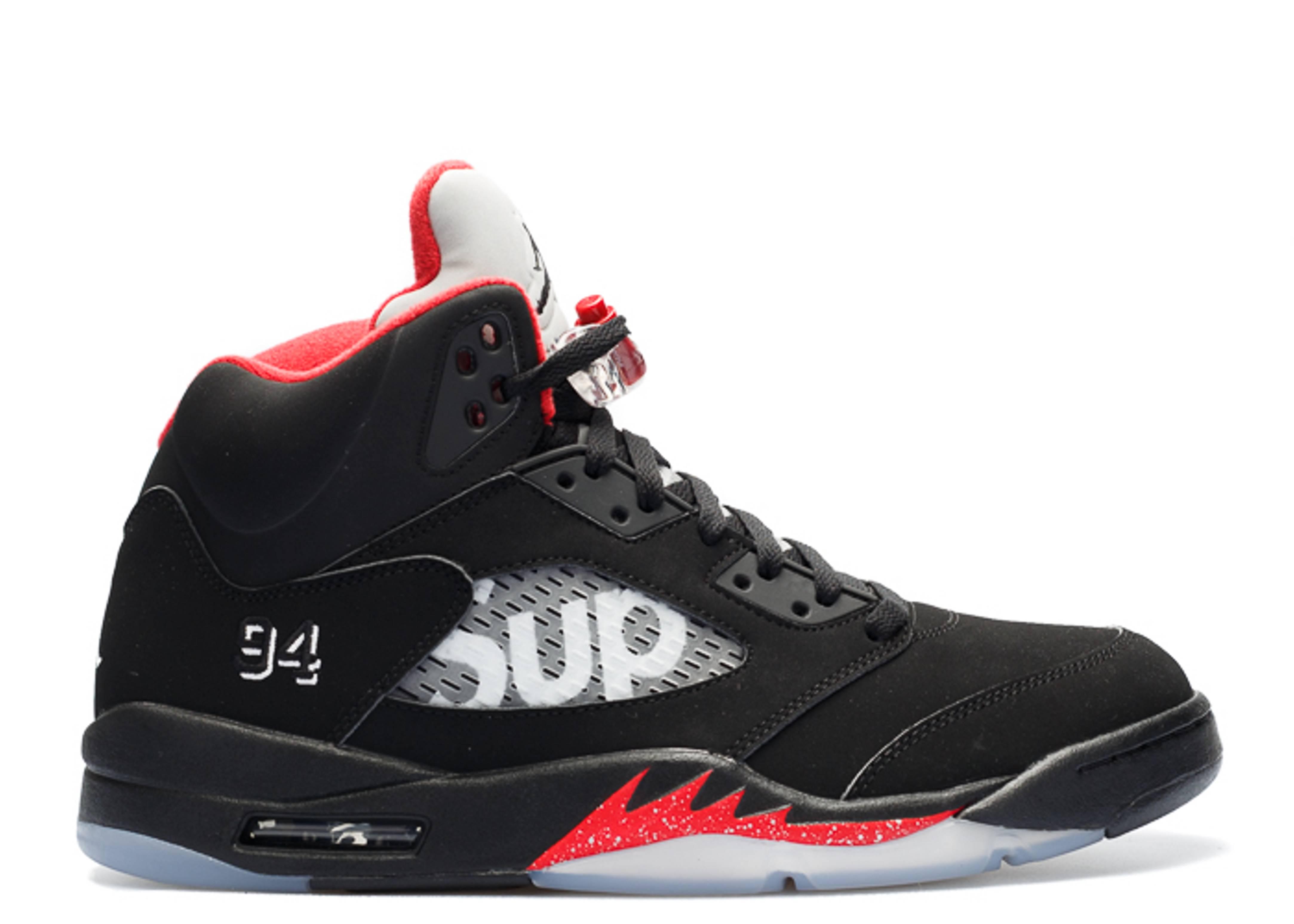 hyvä yksityiskohtaiset kuvat jaloilla Air Jordan 5 Retro Supreme