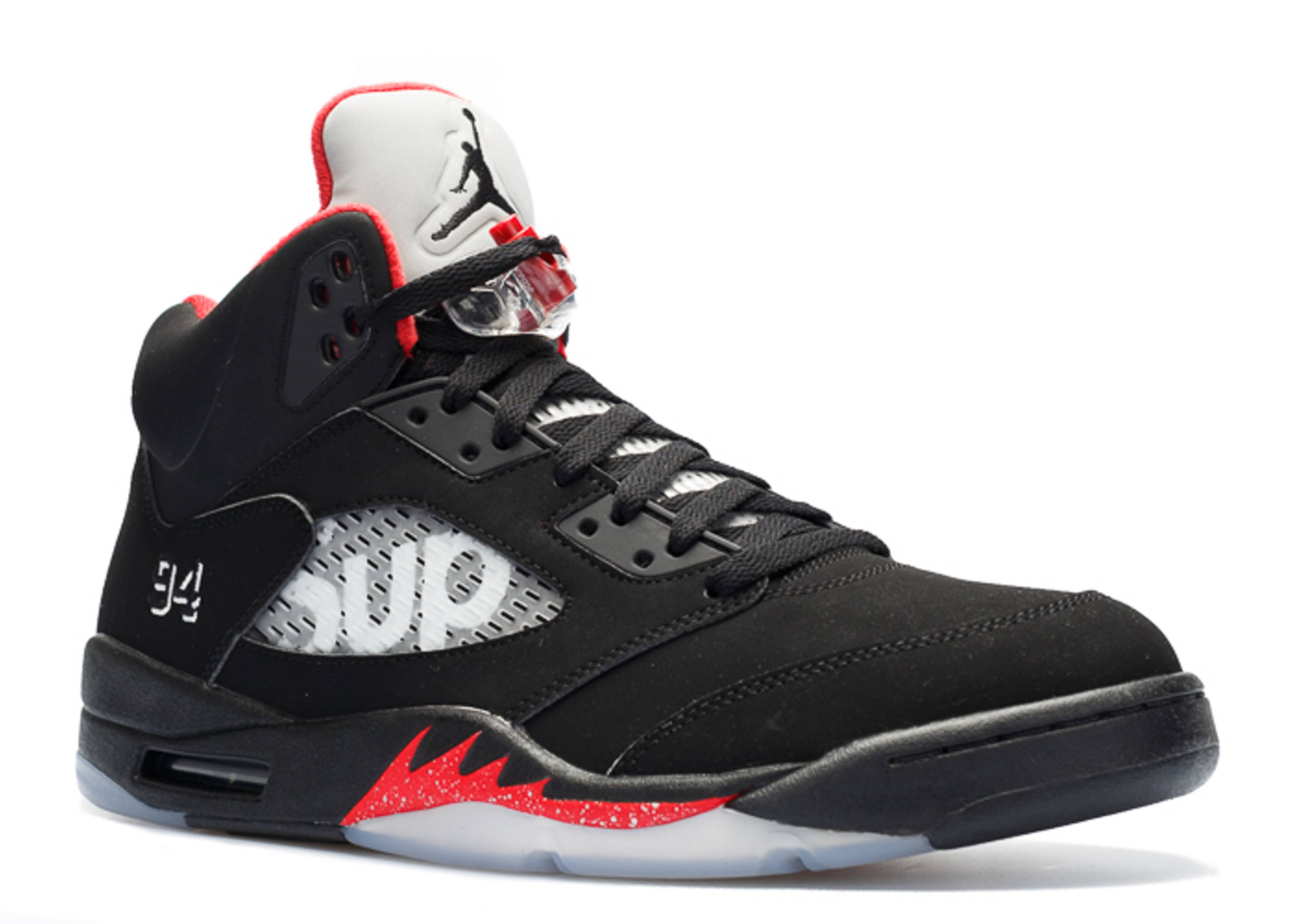 Welcome to the Flight Club! Taking inspiration from the greatest player of all time, the Jordan Flight Club '91 is an off-court shoe that offers a legendary look.