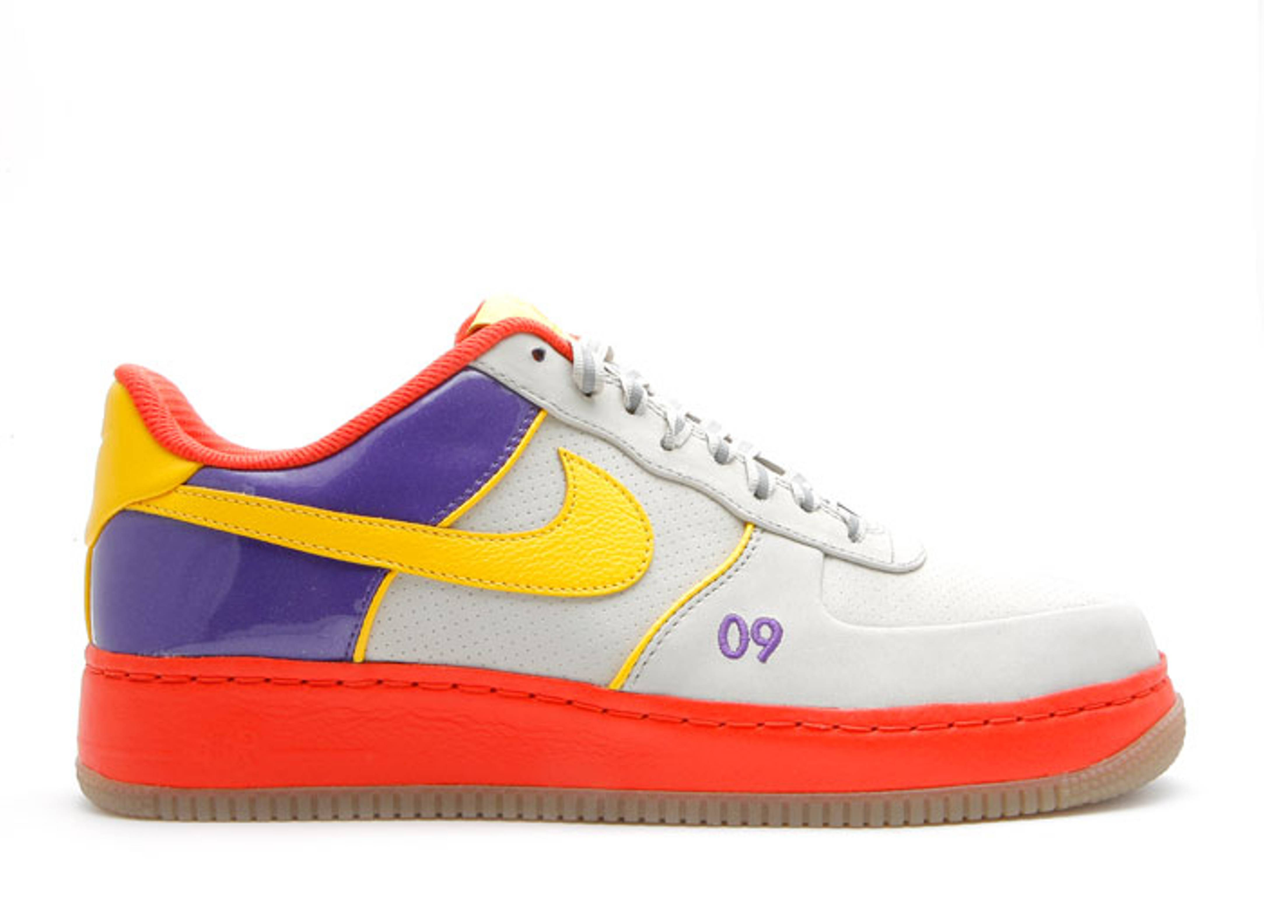 Nike Air Force 1 07 LV8 Men's Shoe. Nike