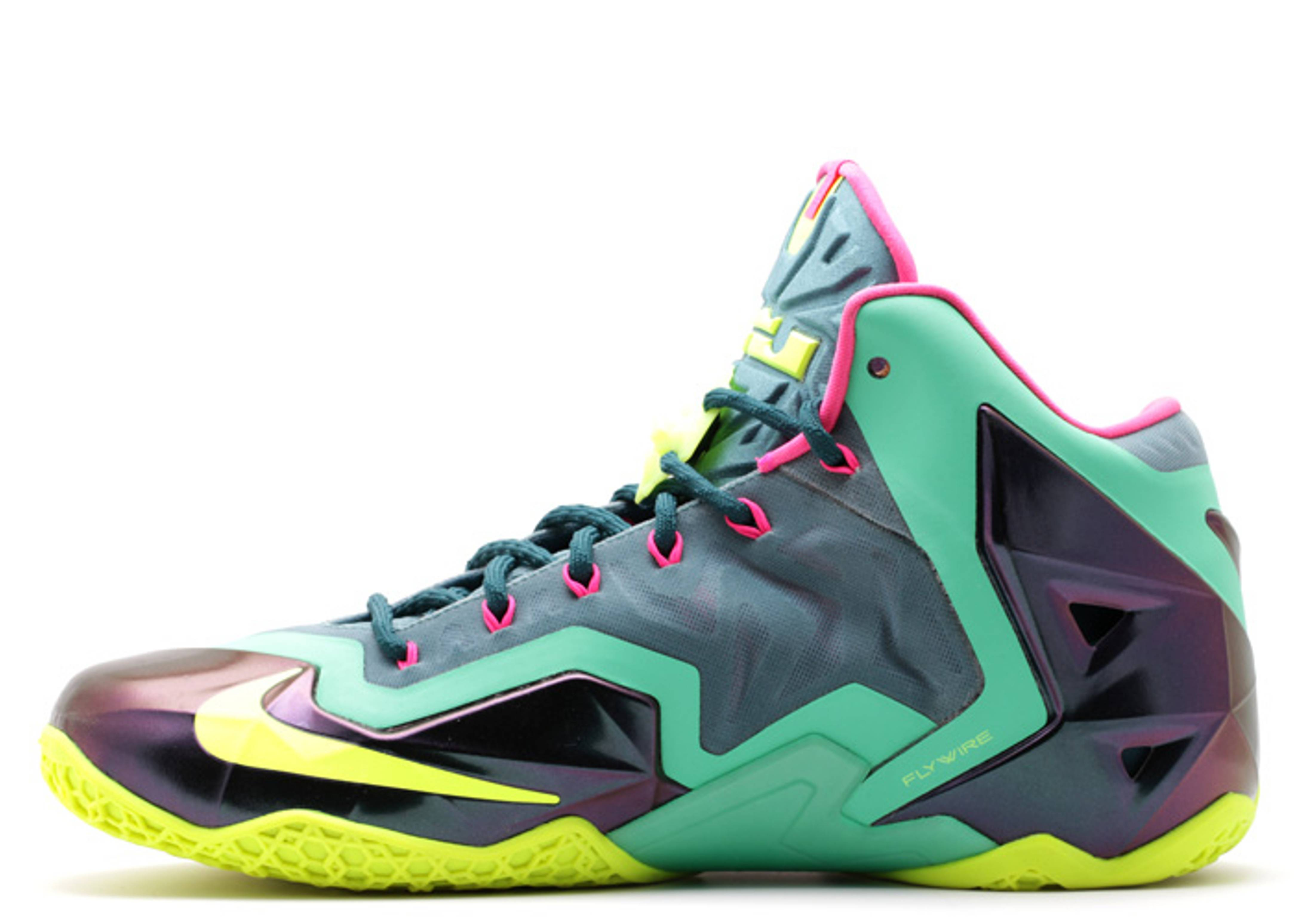 Latest information about Nike LeBron 10 Elite Superhero. More information  about Nike LeBron 10 Elite Superhero shoes including release dates a75c300490