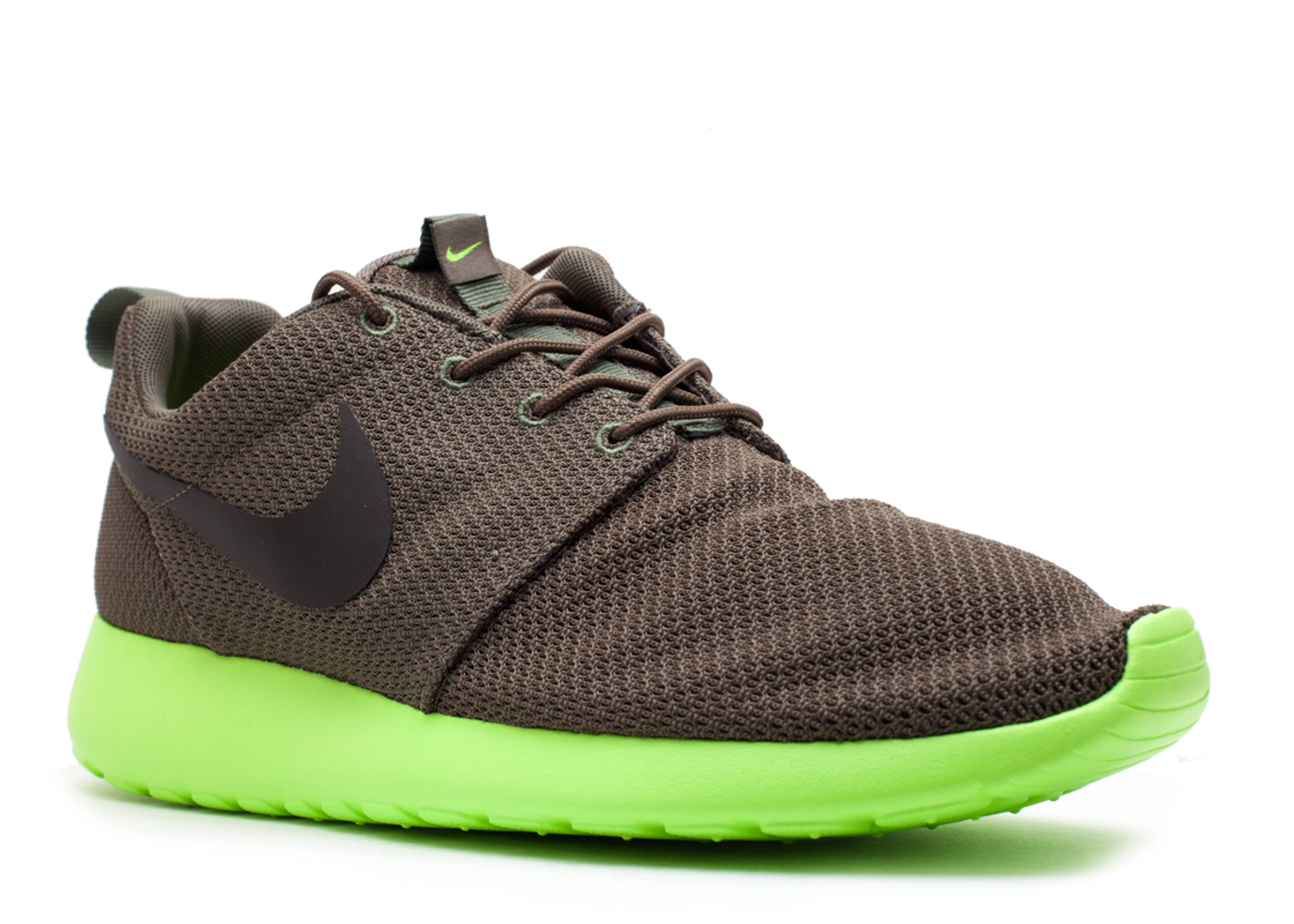 best website 984a5 5bd35 Rosherun - Nike - 511881 307 - tarp green deep smoke-volt   Flight Club