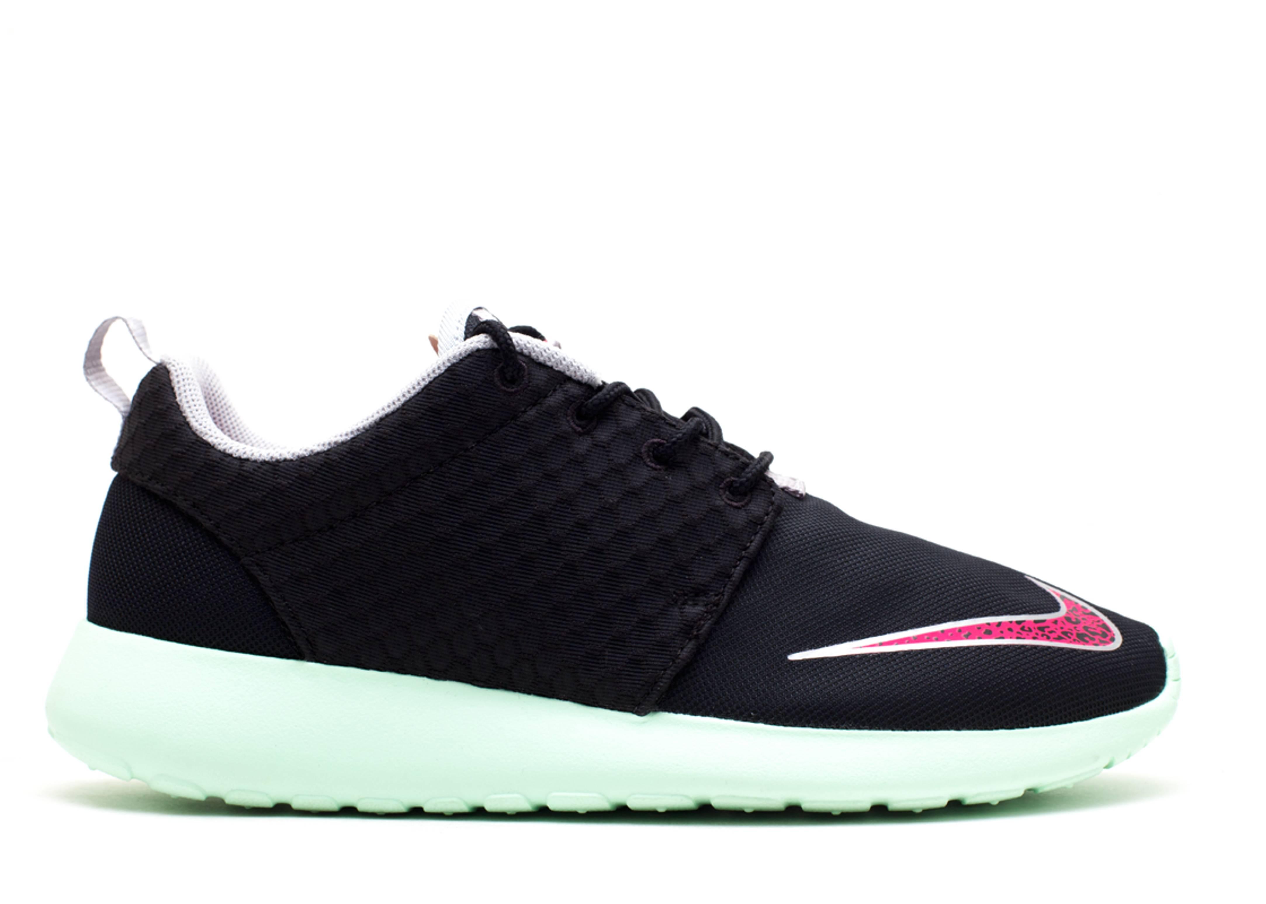 explosión Sumergir harto  Roshe One FB 'Yeezy' - Nike - 580573 063 - black/pink flash-frsh mnt-chrm |  Flight Club