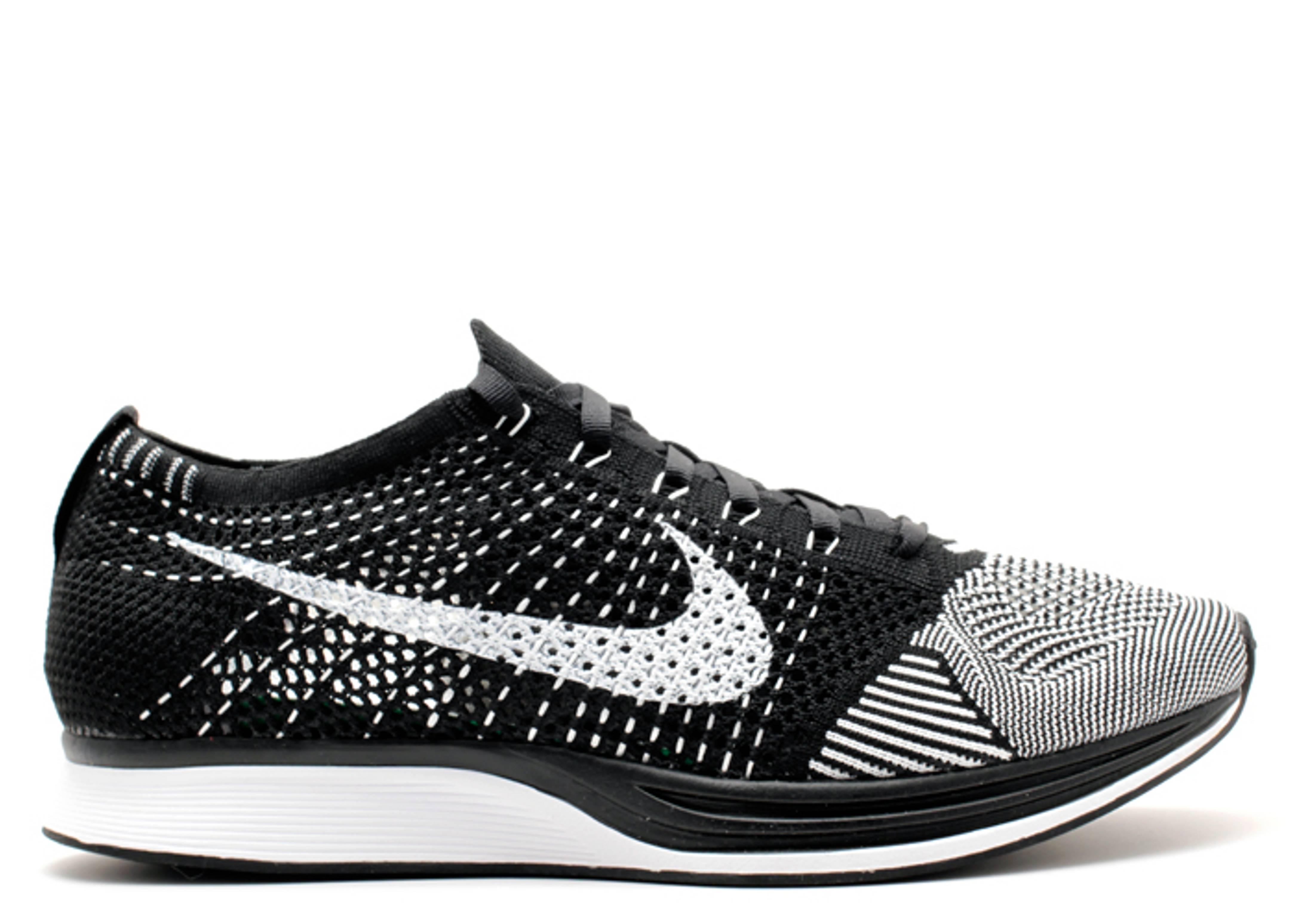 ac8747895e04 Flyknit Racer - Nike - 526628 002 - black white