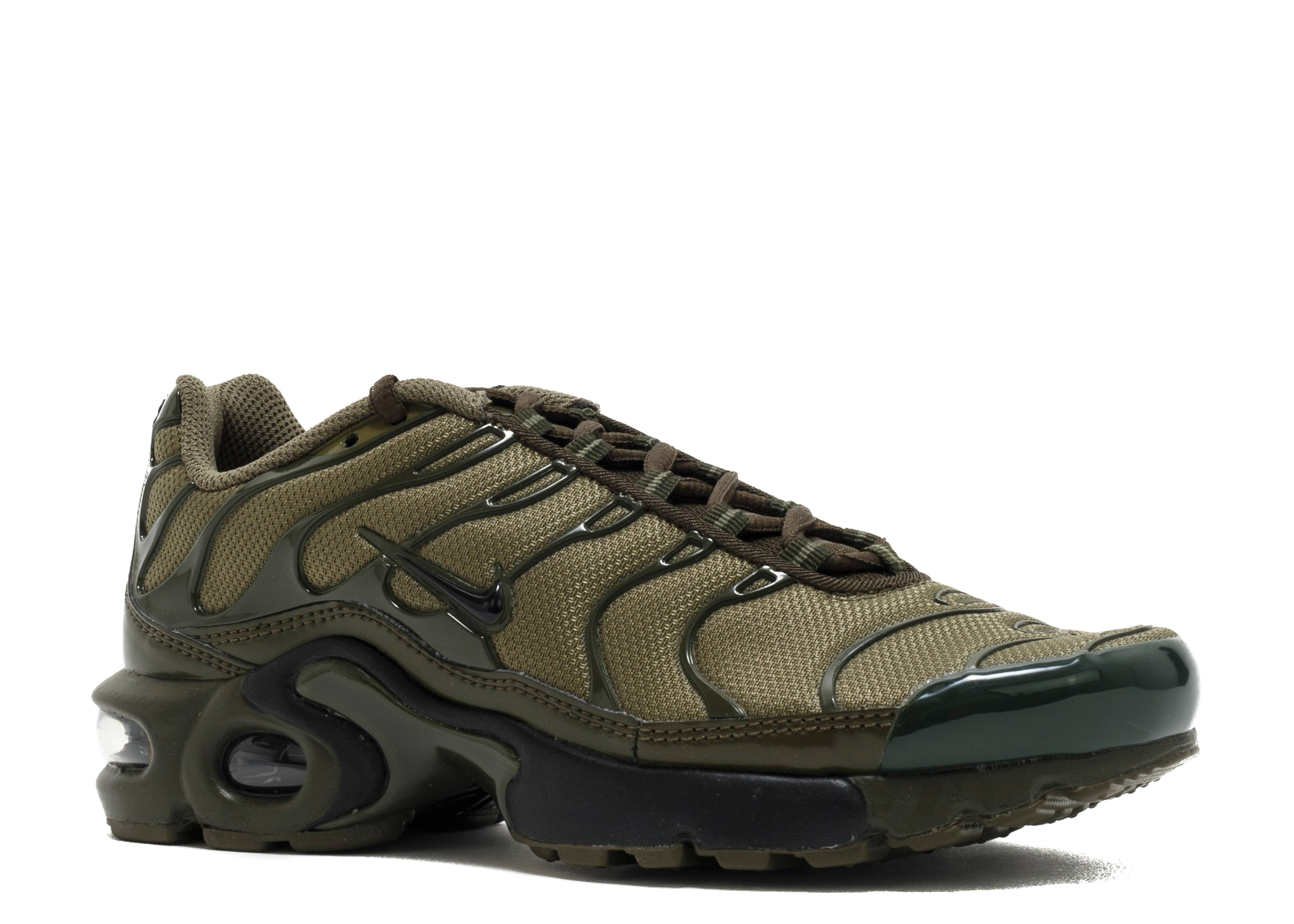 online retailer f8e2a 7cabf ... Shoes on nike air max plus gs tn tuned cargo olive ...