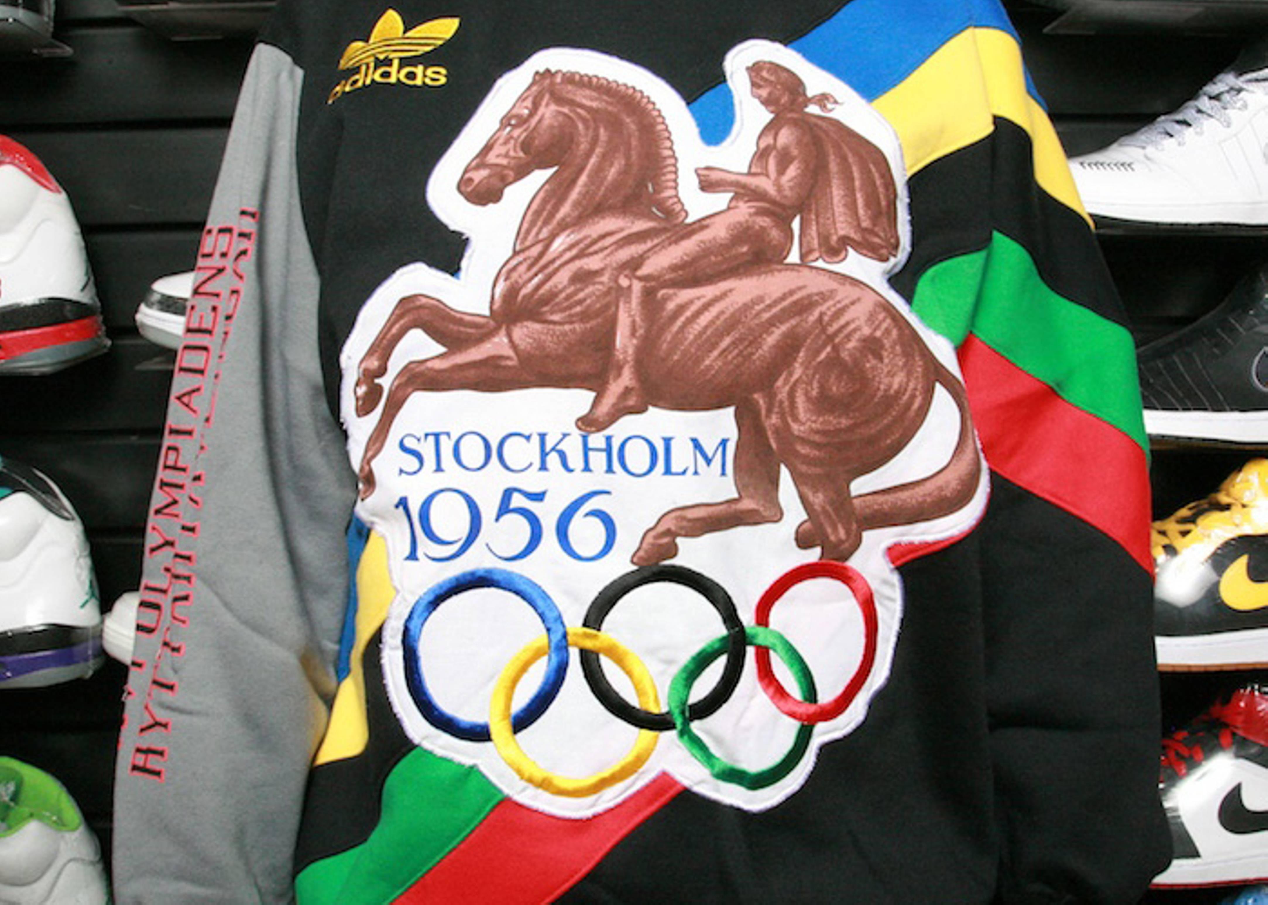 "vintage crew neck ""sweden"""