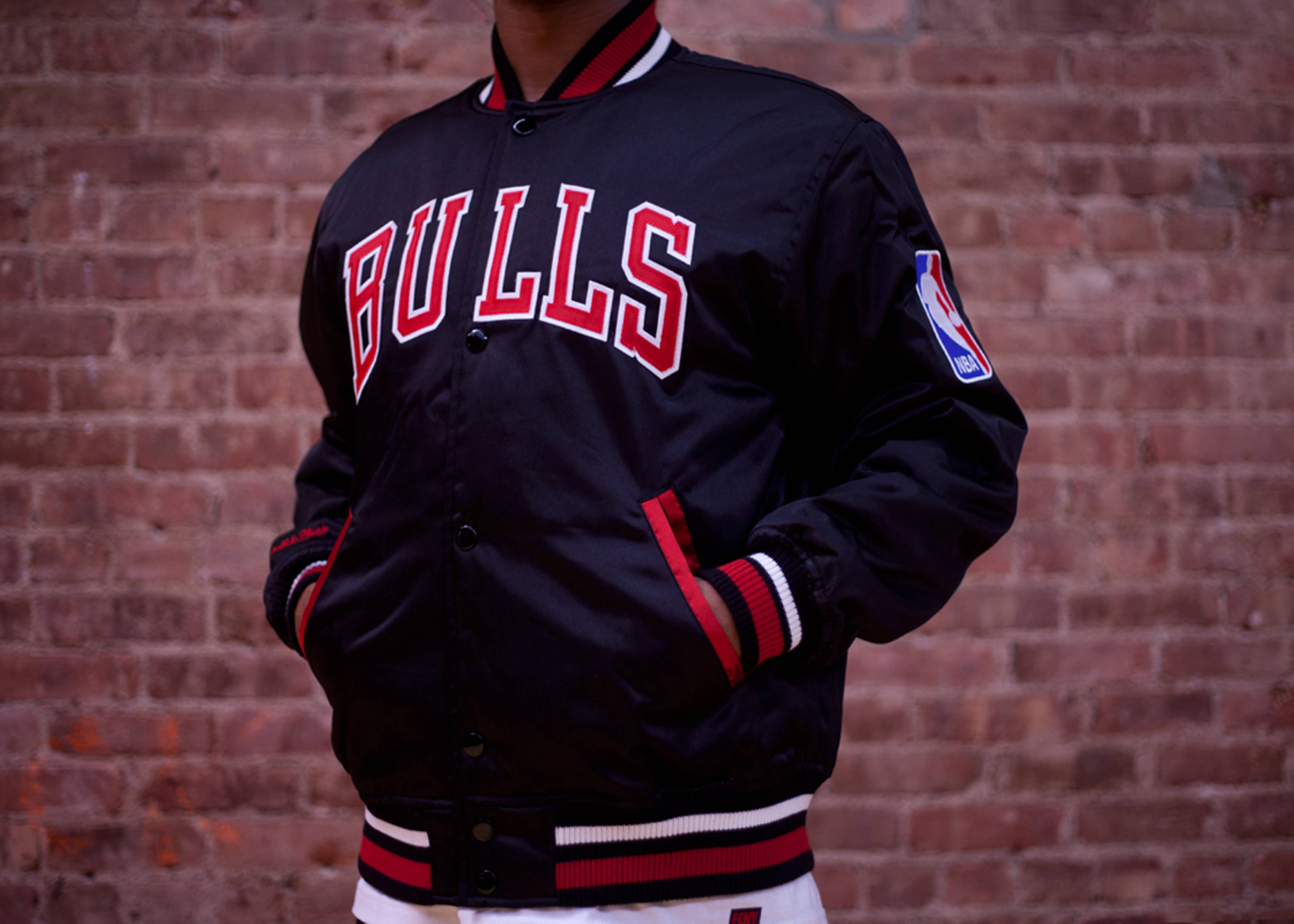 58eb194107d Chicago Bulls Nba Satin Jacket - Mitchell   Ness - 5 - black red ...