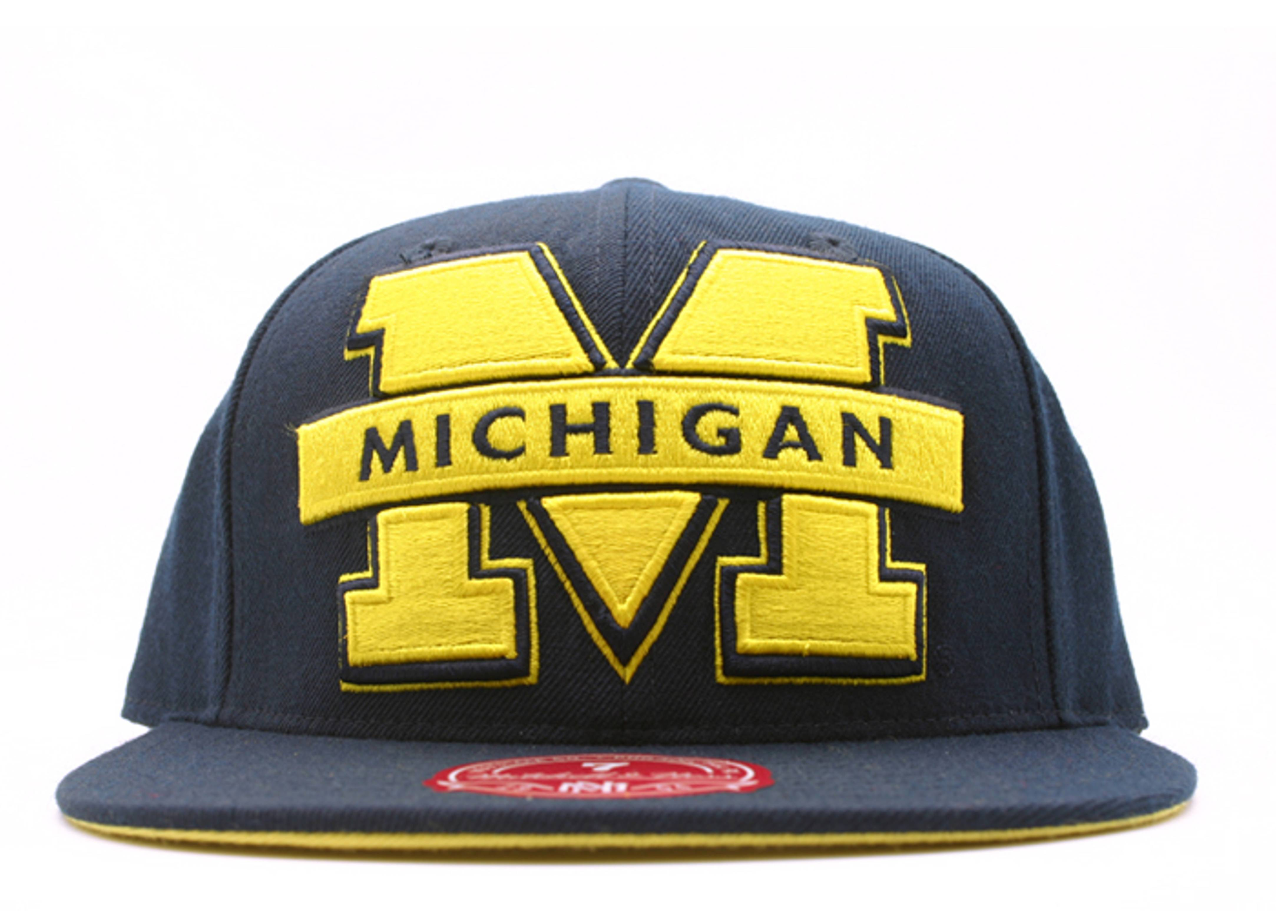 "michigan wolverines fitted ""ncaa xl logo"""