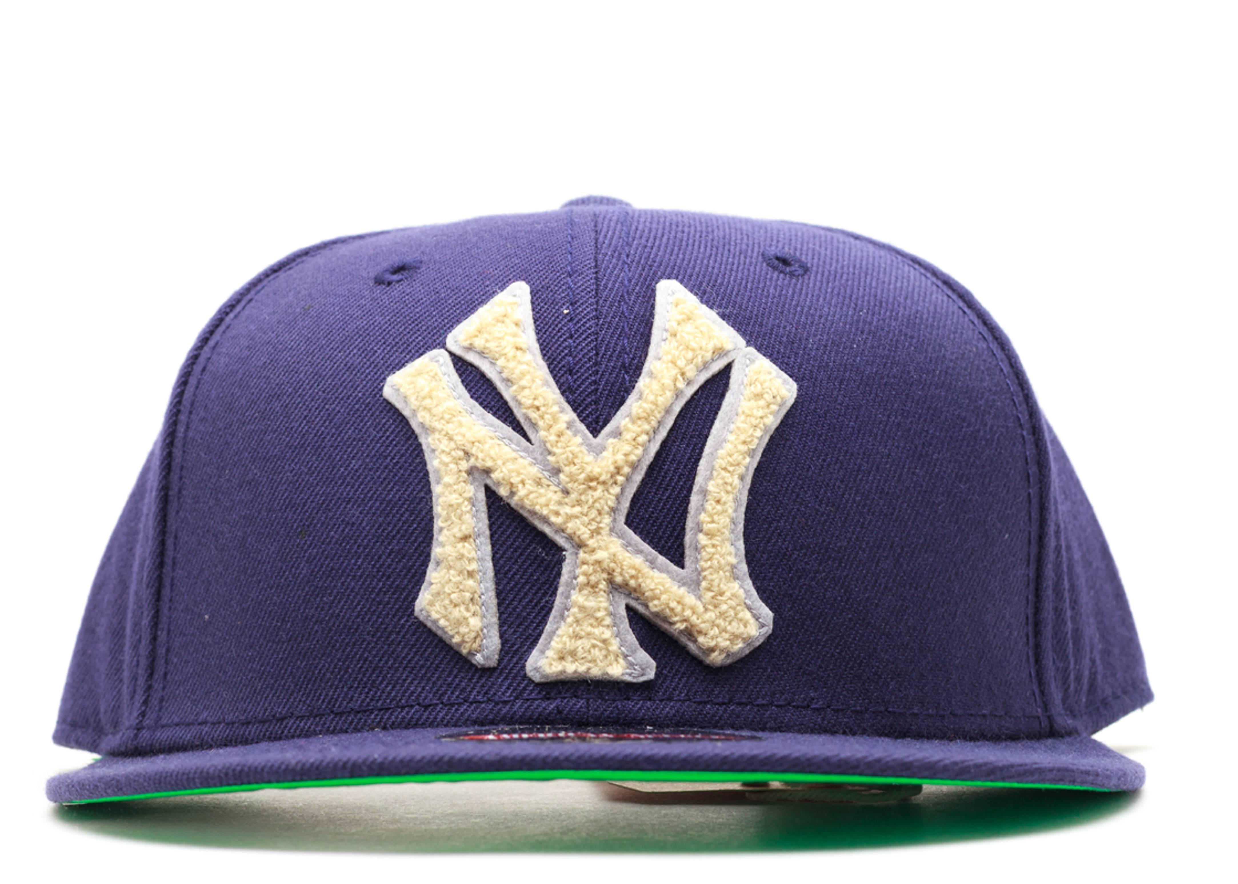 "new york yankees snap-back ""varsity"""