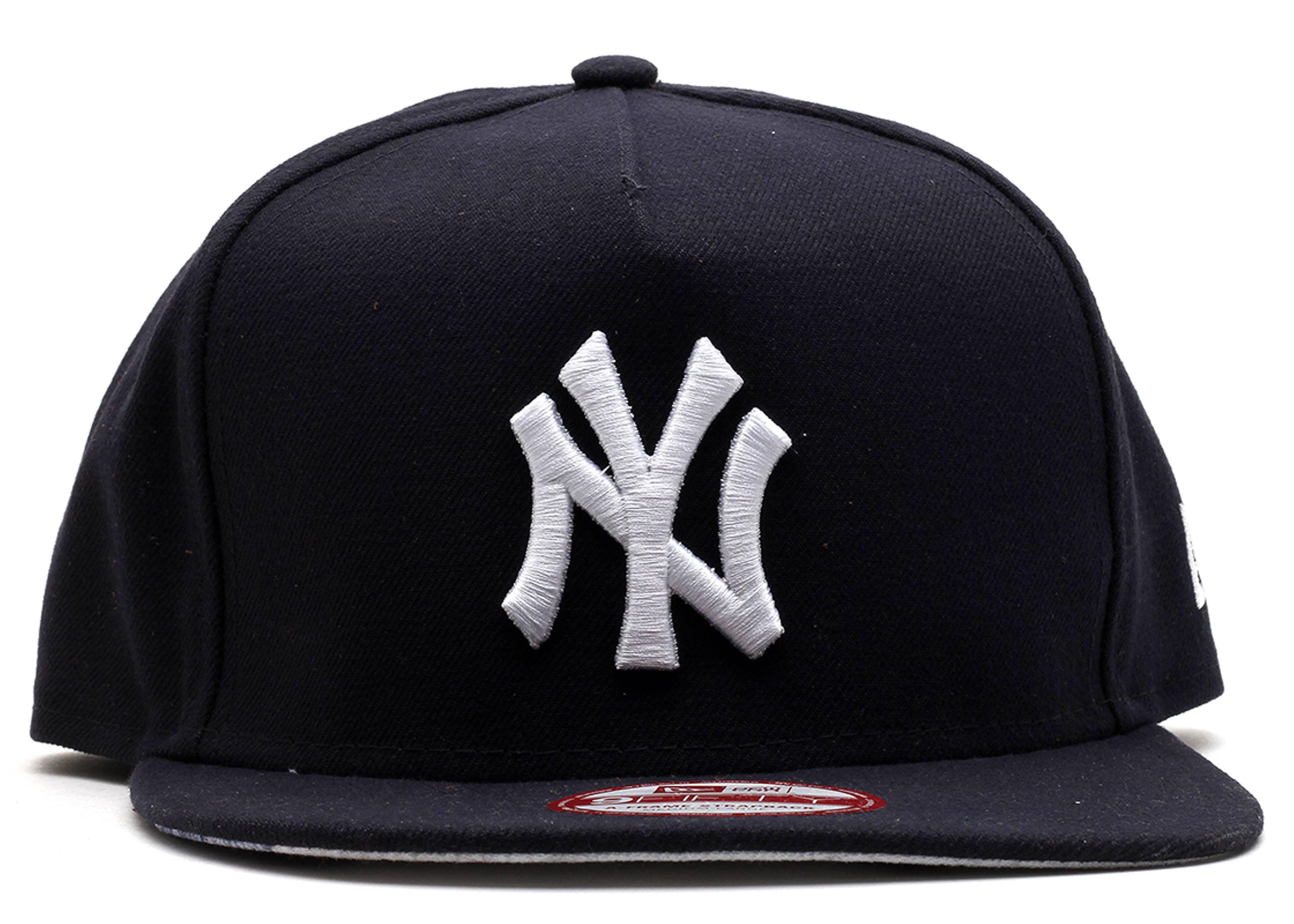 "new york yankees strapback ""city skyline"""