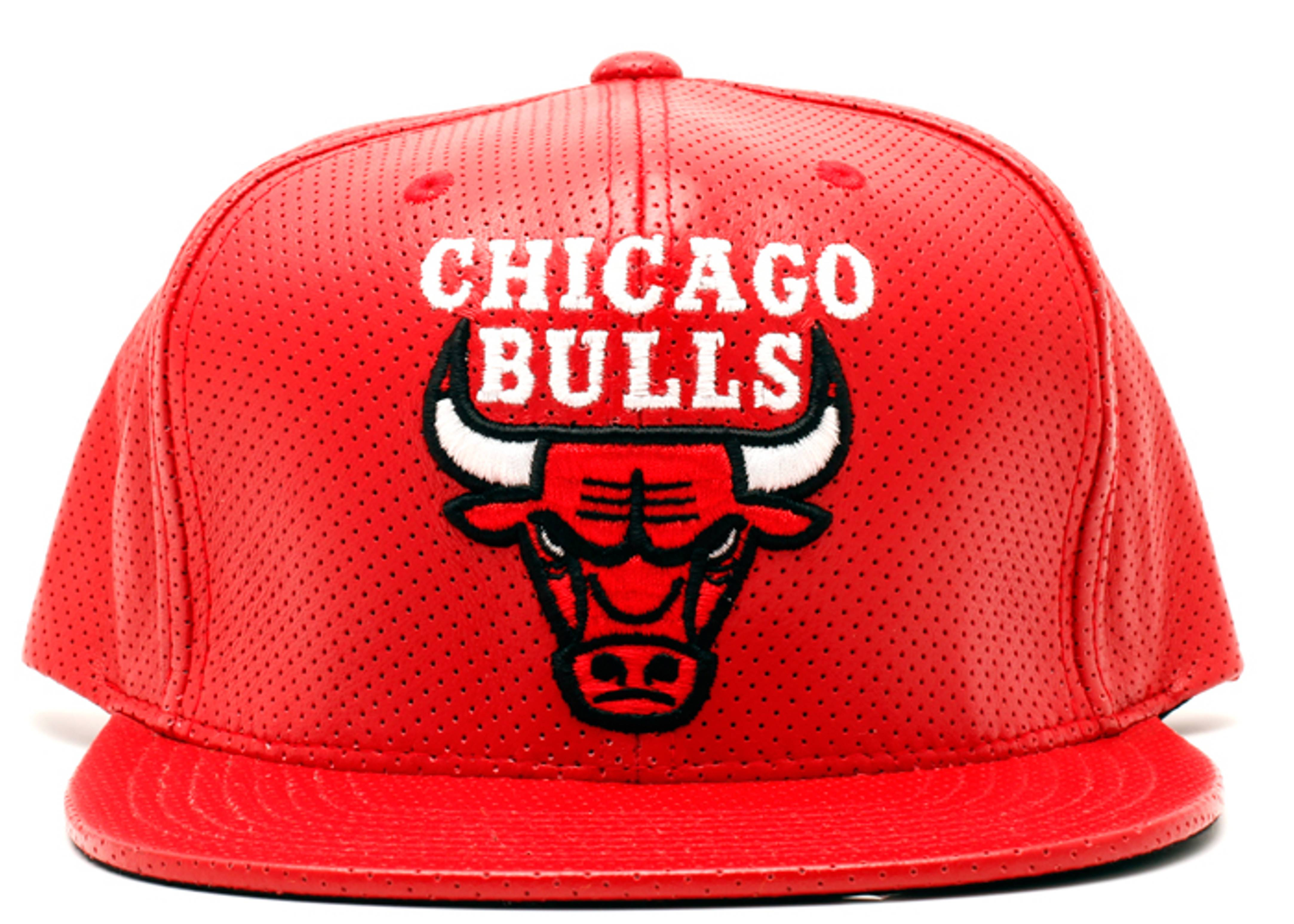 chicago bulls perforated leather snap-back
