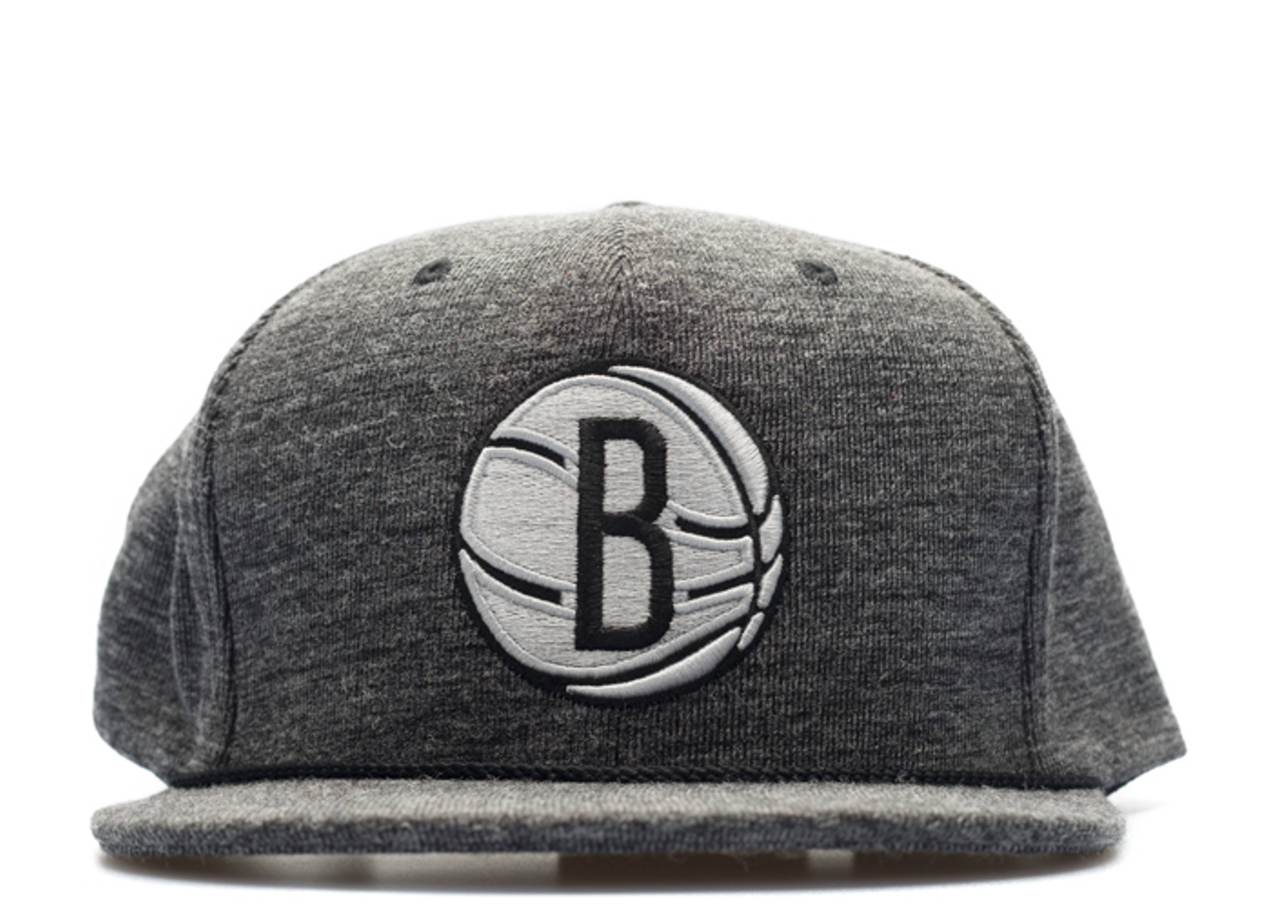 "brooklyn nets snap-back ""tech fleece"""