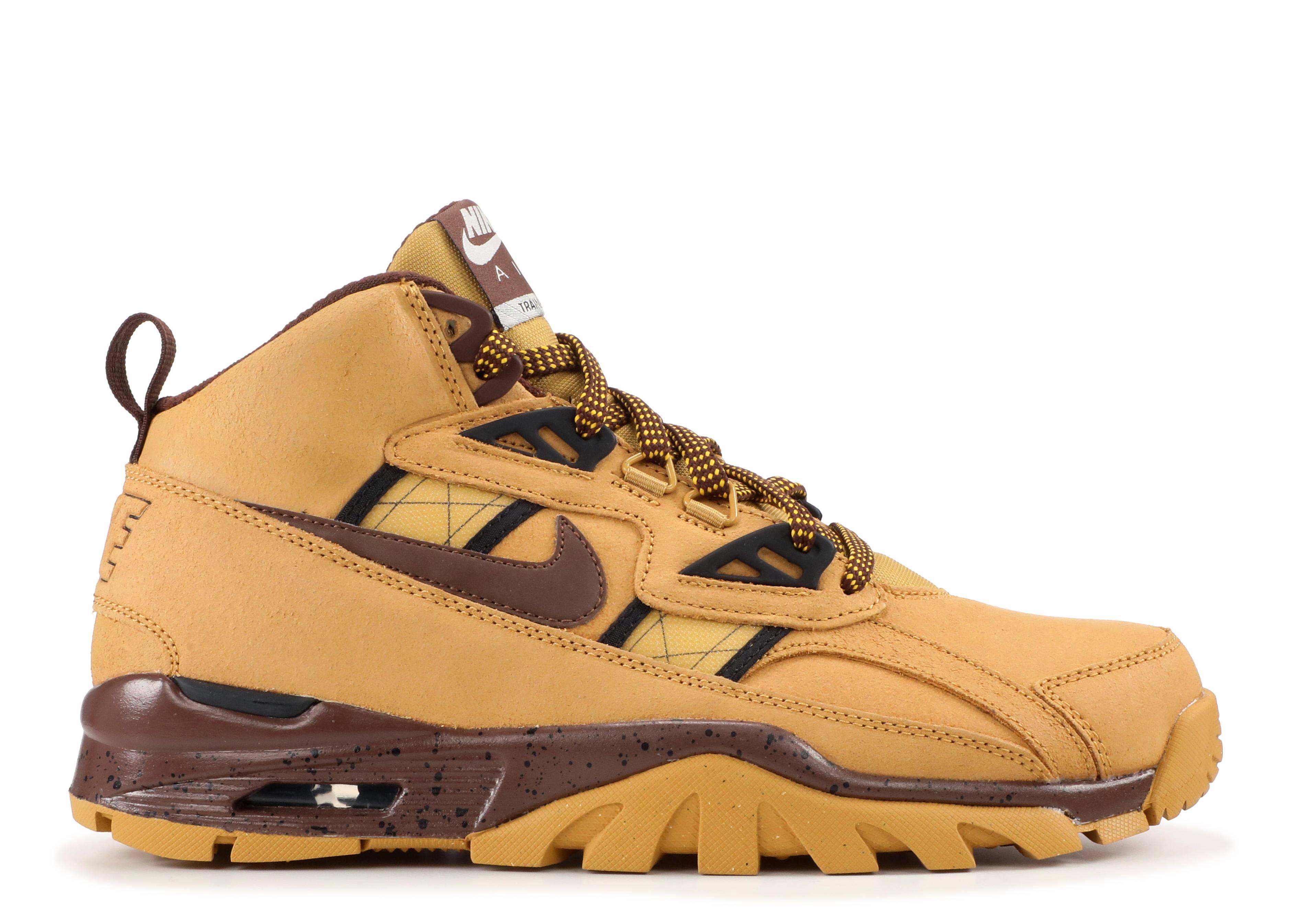 dab009508e4 Air Trainer Sc SneakerBoot - Nike - 684713 700 - haystack lt chocolate-black